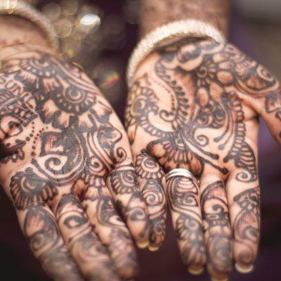 Hennè, tatuaggi naturali ma a forte rischio infezione