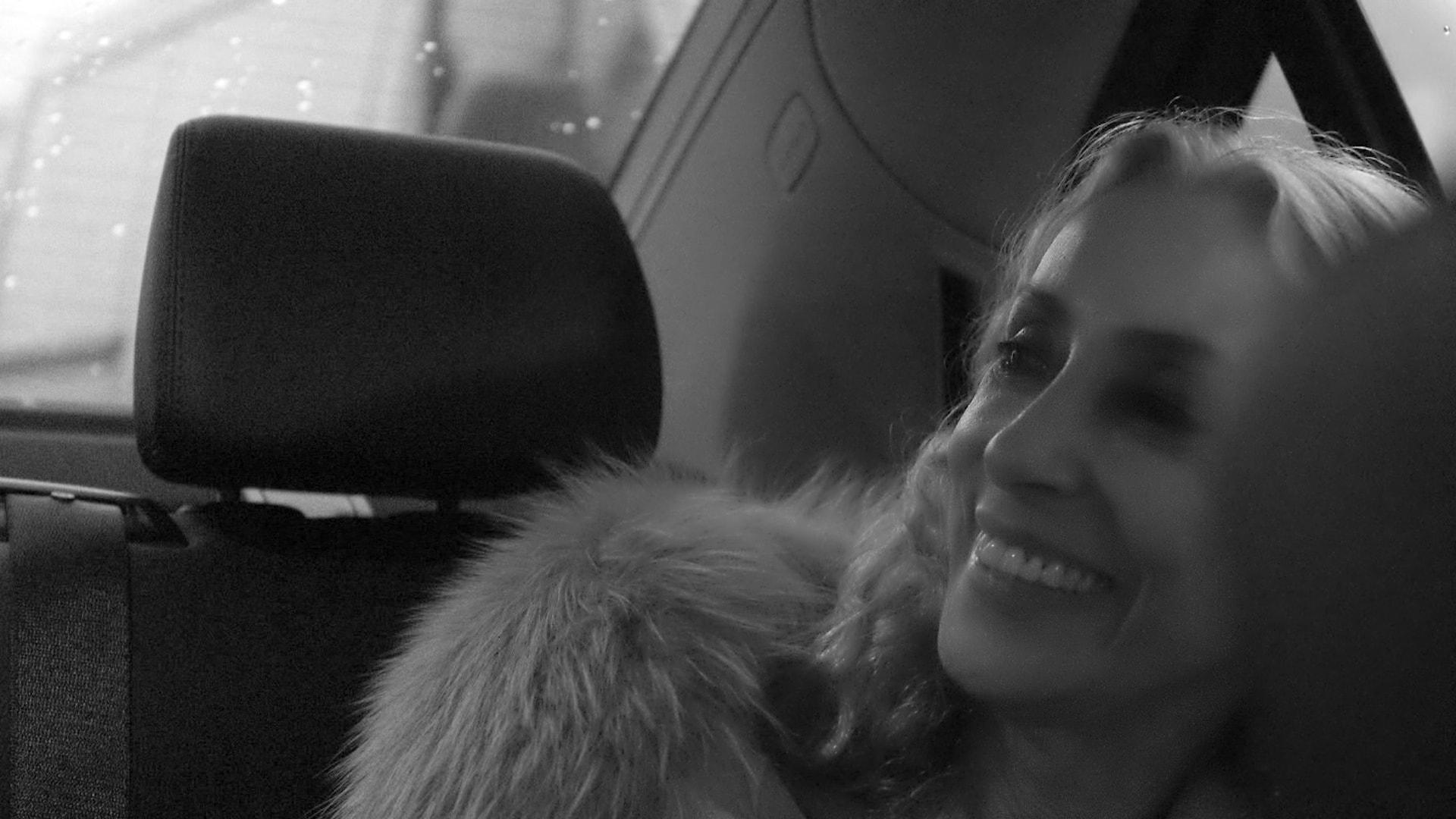 Franca Sozzani sorridente nel documentario diretto dal figlio