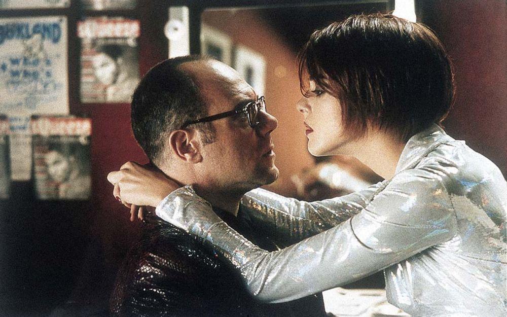 Carlo Verdone e Claudia Gerini in una scena di Sono pazzo di Iris Blond