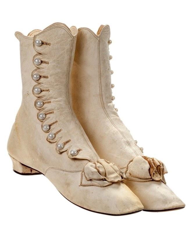 Stuart Weitzman, un modello di stivali in mostra all'Historical Society di New York