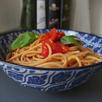 Spaghetti con pomodori arrosto, il classico reinventato