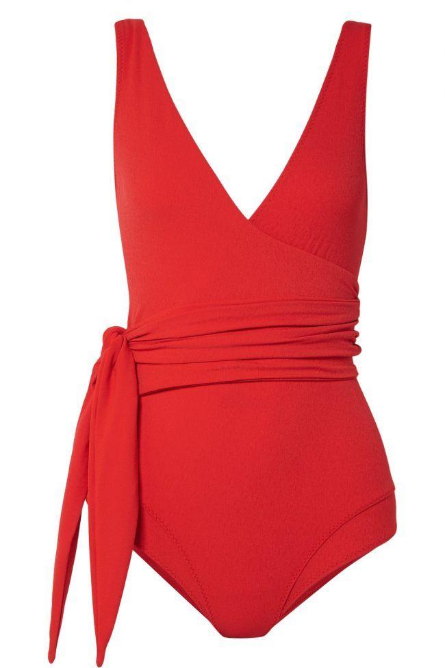 Costumi da bagno, un modello elegante in rosso