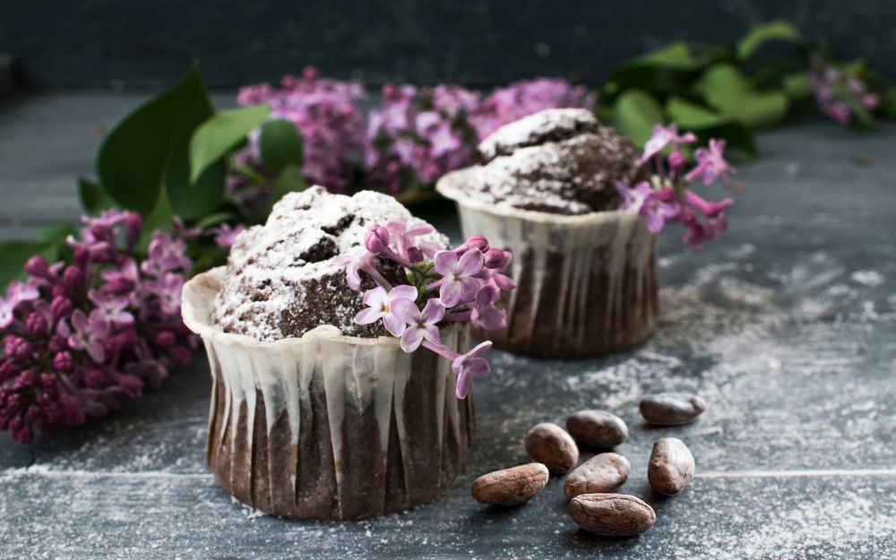 Muffin al cacao crudo e mango