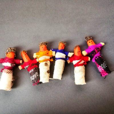 Worry dolls, prendersi cura di chi ami è una favola