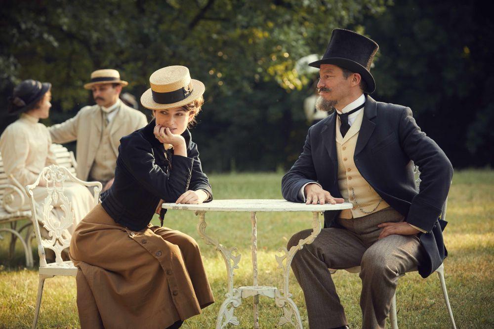 Colette, una scena del film con Keira Knightley