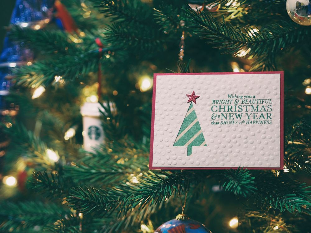 Last Christmas, un dettaglio di un albero di Natale
