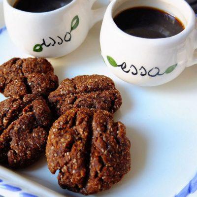 Biscotti al caffè e burro di nocciole, i chicchi per la colazione
