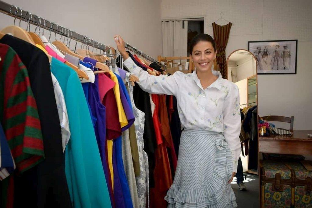 Alta moda Alessandra Mastronardi posa con i vestiti della sartoria della Giudecca