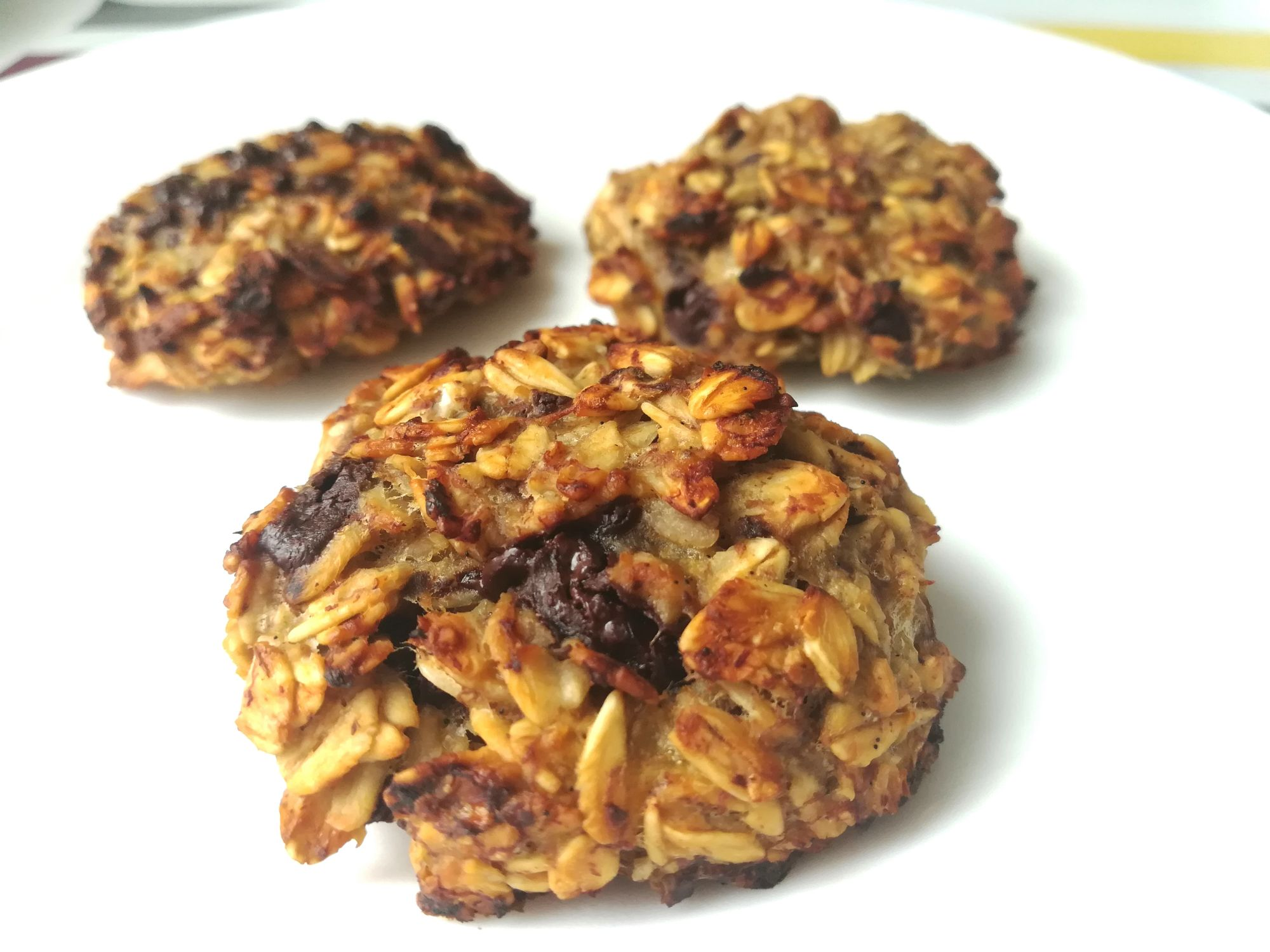 Banana cookies con avena e cioccolato