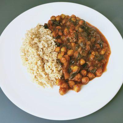 Curry di ceci e spinaci, mangia bene in pochi minuti